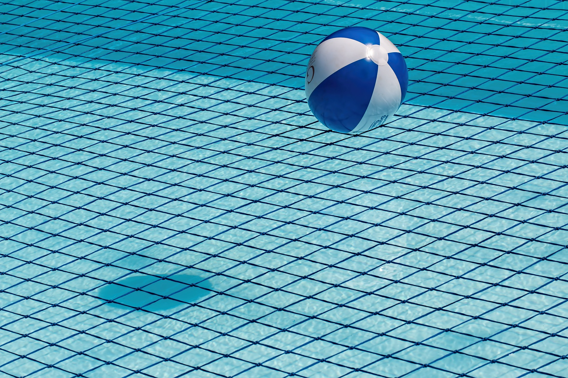 swimming-pool-1665669_1920